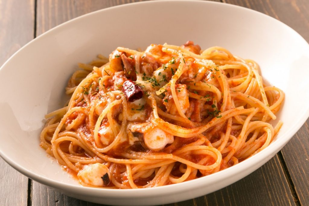 PASTA_タコとモッツァレラの辛いトマトソース