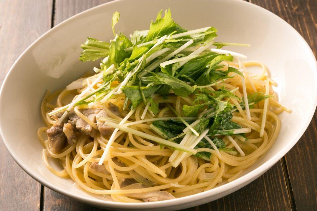 PASTA_水菜と窯焼きチキンの和風ガーリック