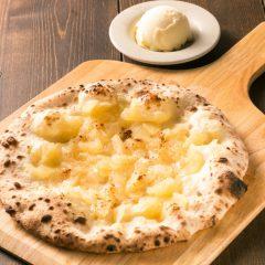 青森産リンゴのデザートピッツァ バニラアイス添え